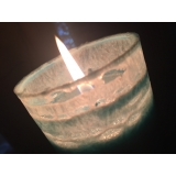 How is the lace pattern created around Kaabsoo candles?