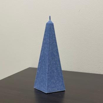 Arctic tumesinine püramiid looduslik küünal Dark Blue pyramid natural stearin Candle Arctic