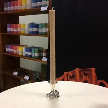 Pruun kroonküünal taimsest steariinist käsitöö looduslik küünal Brown handmade natural dinner candle Kaabsoo
