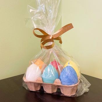 Lihavõtteküünalde valik Kaabsoo värvilised munaküünlad Selection of Easter Egg Candles